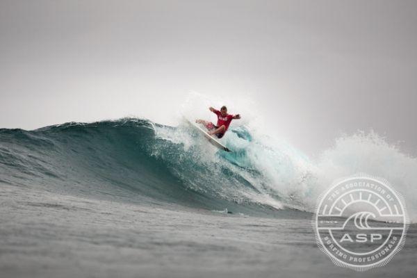 Wow damit hätte wohl niemand gerechnet oder? Ezekiel Lau gewinnt den Vans World Cup of Surfing 2013!!