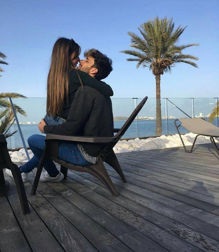 """13.4k Likes, 63 Comments - Relationship goals couple (@videosdeamor_) on Instagram: """"Si estas fiestas ves a un señor vestido de rojo, gordo, con barba bajando por tu chimenea y te mete…"""""""