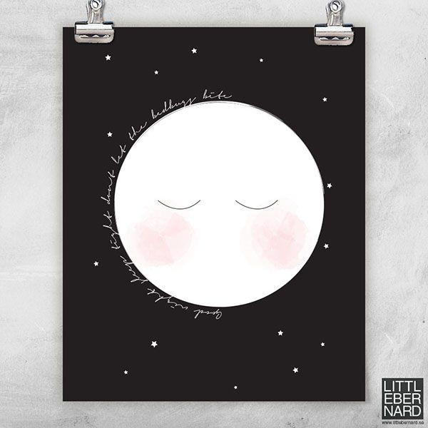 "Låt oss presentera mysiga Liten Måne poster. En gullig poster med en måne och texten ""Goodnight sleep tight dont let the bedbugs bite"". Boldliving.se"