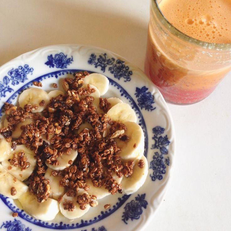 Mic dejun: banana, cereale cu ciocolata, miere, fresh de portocale, morcov, mar verde, ghimbir