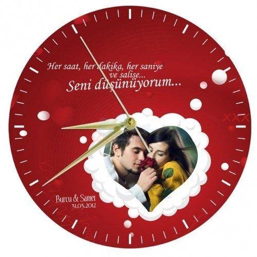 Sevgiliniz için alabileceğiniz kişiye özel bir doğum günü hediyesine ne dersiniz? Cam duvar saat ile sevgilinize bugüne kadar karşılaşmadığı bir doğum günü hediyesi almış olacaksınız.   http://www.buldumbuldum.com/hediye/seni_dusunuyorum_cam_duvar_saati/