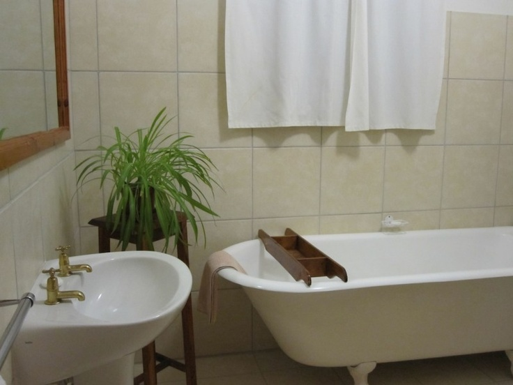 Accommodation in Graaff-Reinet at Camdeboo Cottages - all cottages & rooms are en-suite.  Old Fashioned Cast-iron baths available upon request    #Travel #SouthAfrica #EasternCape #Karoo #ProudlySA #ThingsthatILove #accommodation    Camdeboo Cottages | Graaff-Reinet | South Africa | Modern Overland