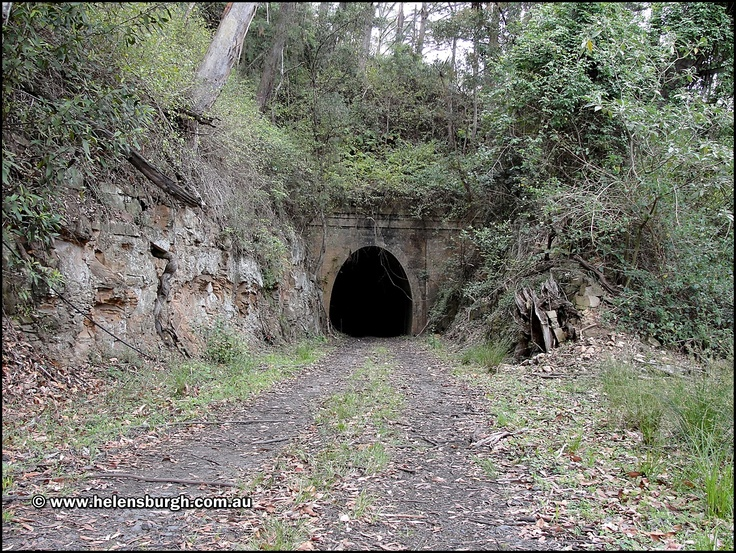 Lilyvale Tunnel No. 1 (Tunnel No. 5) Southern portal.  More information: http://www.helensburgh.com.au/lilyvale-railway-tunnels/