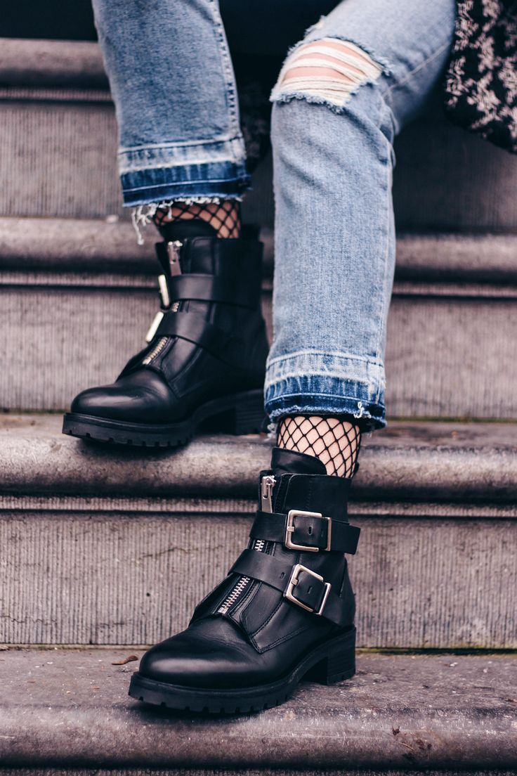 OUTFIT | Biker Boots, Street Style, Fashion Inspiration and models off dutey to inspire you what to wear.