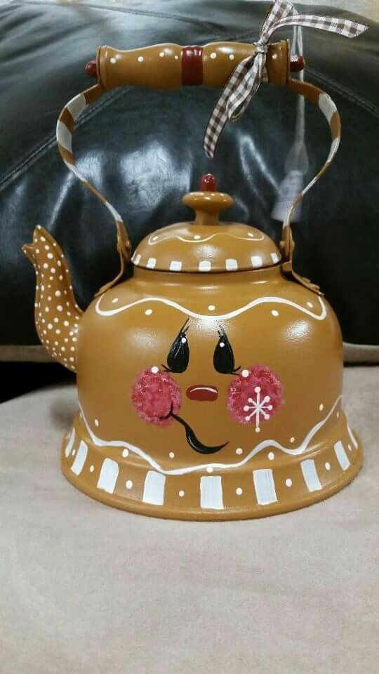 ●••°‿✿⁀Gingerbread painted teapot‿✿⁀°••●