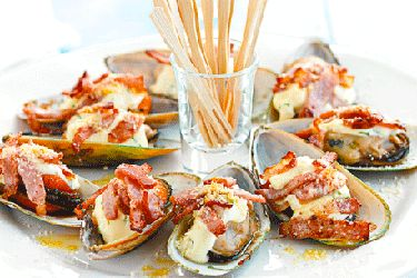 Grilled bacon, garlic & parmesan mussels