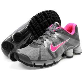 Tênis Nike Shox Roadster WMNS R$549,90 (em até 10x) - Compre aqui http://www.footcompany.com.br/Tenis-Shox-Roadster-WMNS-Chumbo-Pink-Nike-487603CHUMBO/p