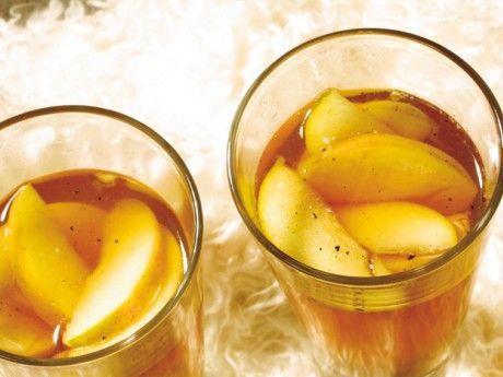Recept på äppel- och romdrink. En värmande god äppeldrink med smak av ingefära och lime som spetsas med mörk rom.