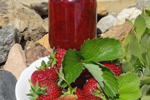 Jak připravíme jahodové džemy bez chemie a s různými příchutěmi | recepty