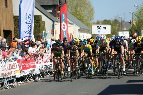 Tour du Loir-et-Cher (1re étape)    Damien Shaw en costaud ! - L'Irlandais de l'An Post Chain Reaction a remporté la première étape du Tour du Loir-et-Cher entre Blois et Mont-près-Chambord, ce mercredi 12 avril. - (La Nouvelle République + Actualité-DirectVelo)