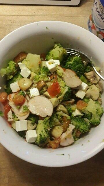 Broccoli gerookte kip feta tomaat champignons