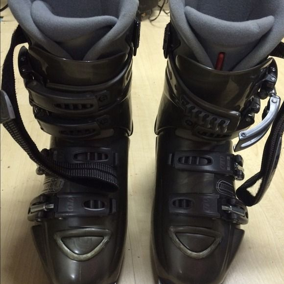 Women's tecnica ski boots Used maybe 20 times. Some minor wear on the heels. Higher trade value since these will cost more to ship. Other