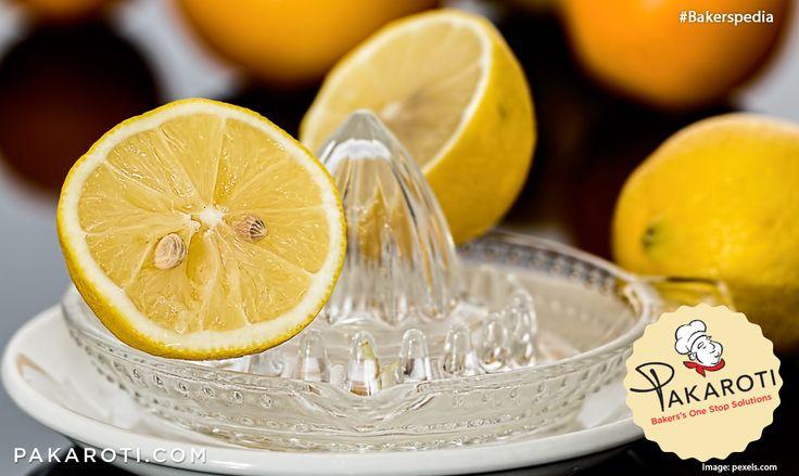 Bahan asam seperti lemon atau cuka dapat menyebabkan cake menjadi berwarna pucat ketika matang. Tambahkan 1/2 sdt baking soda per satu sendok makan lemon atau cuka untuk menetralisasi dan mendapatkan warna kecoklatan cantik pada kue. #Bekerspedia