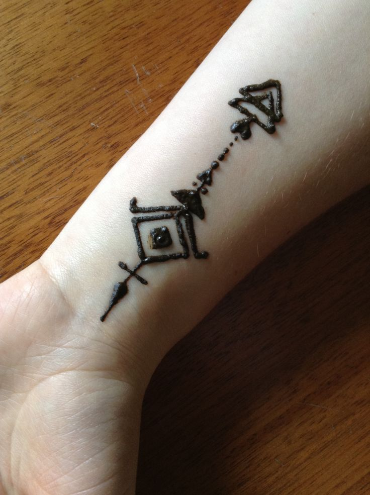 Best 25 tribal henna ideas on pinterest moon glyphs for Where can i get a henna tattoo near me
