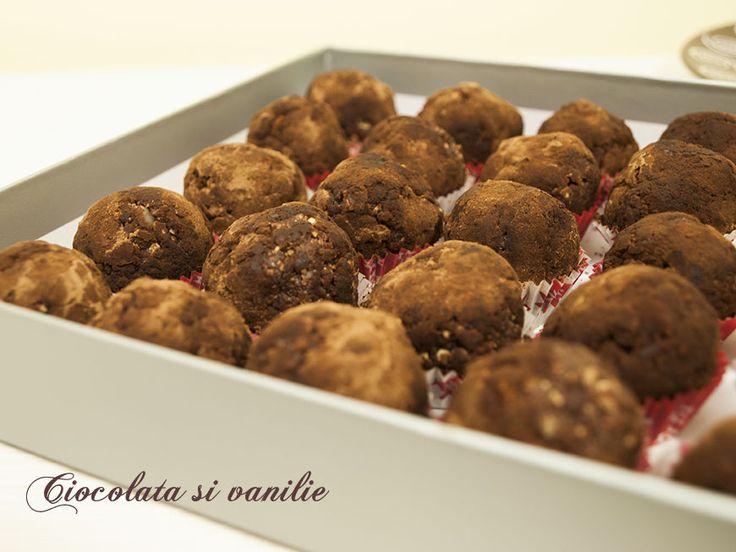 Bomboane cu visine / Sour cherry filled bonbons #bonbons #homemade