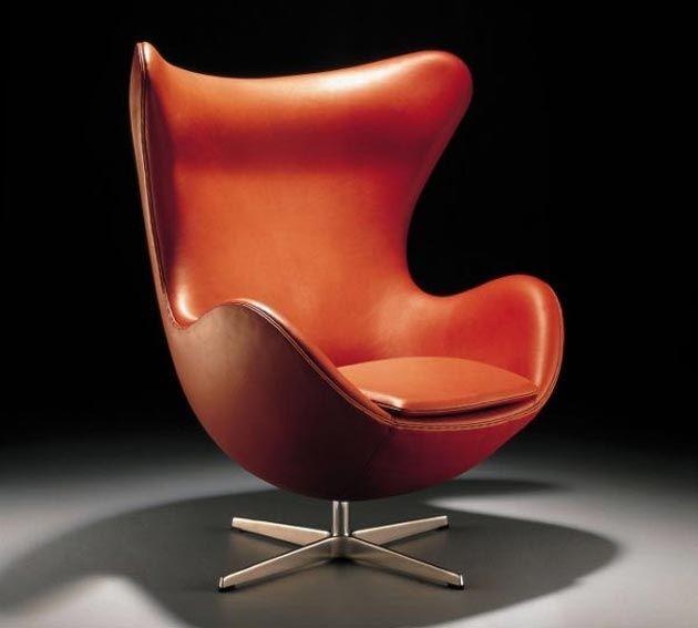"""Decoração é como a moda, o que está em alta hoje pode ficar ultrapassado em alguns anos. Quando dizemos que uma peça é """"de design"""", significa que é uma peça moderna, atemporal, desenhada entre 1920 e 1970 e que já virou um clássico da decoração. Assim surge o conceito de móveis de design."""