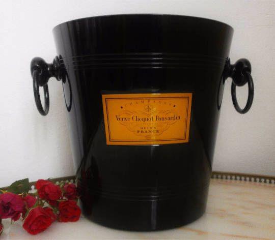 Veuve Clicquot seau à Champagne noir émaillé/French Vintage Champagne Bucket black enamelled Iconic Veuve Clicquot Ponsardin de la boutique FrenchVintageByManue sur Etsy