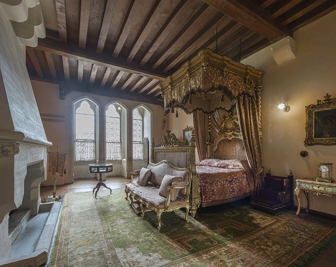 Queen Victoria's bedroom, Arundel castle, West Sussex ...