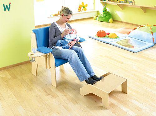 Weich gepolsterte Stuhl für die Kindergärtnerin mit Armauflage (links oder rechts), Tisch mit Halterung für die #Baby- Flasche. https://shop.wehrfritz.de/de_DE/Fuetterstuhl-Erzieherinnenstuehle-Krippe-and-Kindergarten/p/102075_1?zg=krippe_kindergarten&ref_id=60847  #Kindergarten #Kinder #Stuhl