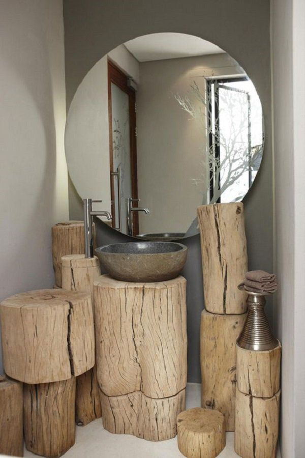 Here's another idea of ​​how to use the stump. This time it has been applied in the bathroom. When you want to use the rough wood in the room, my advice is to opt for pine, which has a lot of nodes, is imperfect and can greatly contribute to the decoration of home in this way.