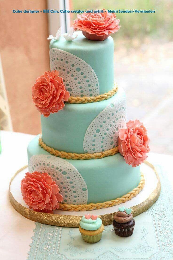 Wedding cake peony's and lace