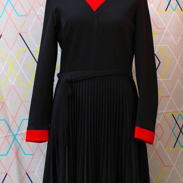 Classic Black & Red Dress   devil wears vintage