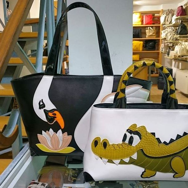 Dolcissimi ! Braccialini shopper Cigno € 215,00 e  bauletto coccodrillo € 210,00. ▶ Per Info e Acquisti: WhatsApp 3381942305, Facebook Pvt,  carpelpelletterie@gmail.com ◀    Link: Shopper Cigno --->http://www.carpelshop.com/borse-donna-braccialini/braccialini-handle-shopper-cigno_564.html.  Bauletto Coccodrillo ---> http://www.carpelshop.com/borse-donna-braccialini/braccialini-handle-borsa-a-mano-coccodrillo_566.html