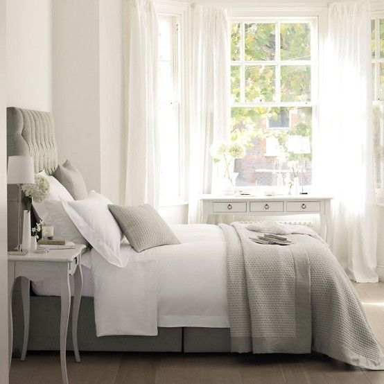 Everything about this is perfection: the crisp white linens, the soft waffle-weave blanket, the colors, the upholstered headboard.  LOVE all of it!