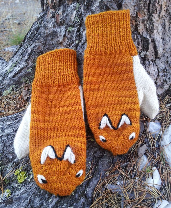 Free Knitting Pattern for Fox Mittens - Love the thumb tail! Designed byNina Figenschau. DK yarn. Available in English and Norwegian