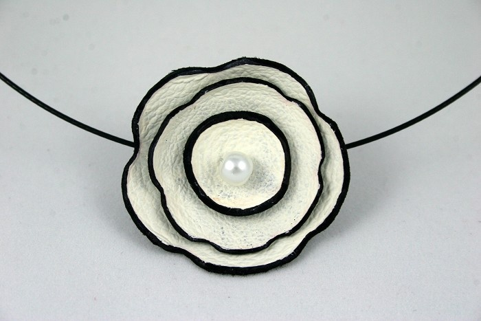 Painted Leather Flower Pendant - by RhyleyDesign on madeit. #stunning!