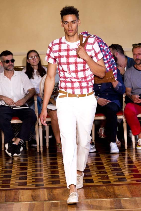 MMU S/S 2015 - Andrea Incontri See all fashion show at: http://www.bookmoda.com/?p=17369 #summer #SS #catwalk #fashionshow #menswear #man #fashion #style #look #collection #milan #fashionweek #andreaincontri @andreaincontri