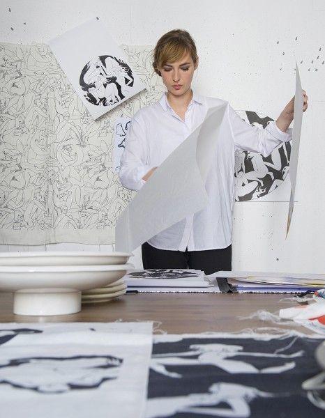 L'ancienne Miss Météo du Grand Journal, diplômée de l'Ecole des Beaux-Arts de Rennes, est avant tout une artiste !  http://www.elle.fr/Deco/News-tendances/News/3-questions-deco-a-Louise-Bourgoin-artiste-pour-Pierre-Frey-2772728