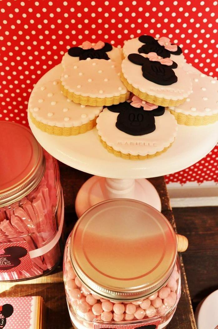 Vintage Minnie Mouse Party via Kara's Party Ideas | Kara'sPartyIdeas.com #Vintage #MickeyMouse #Party #Idea #Supplies (8)