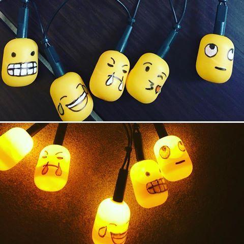 #emoji Lichterkette aus #überraschungseier Kapseln! Mehr Ideen, was man mit den Ü-Ei Kapseln so alles machen kann gibts in meinem neuen Video! Link findet ihr im Profil #üei #basteln #bastelnmitkindern #diykids #diy #ü-Ei #üeikapseln