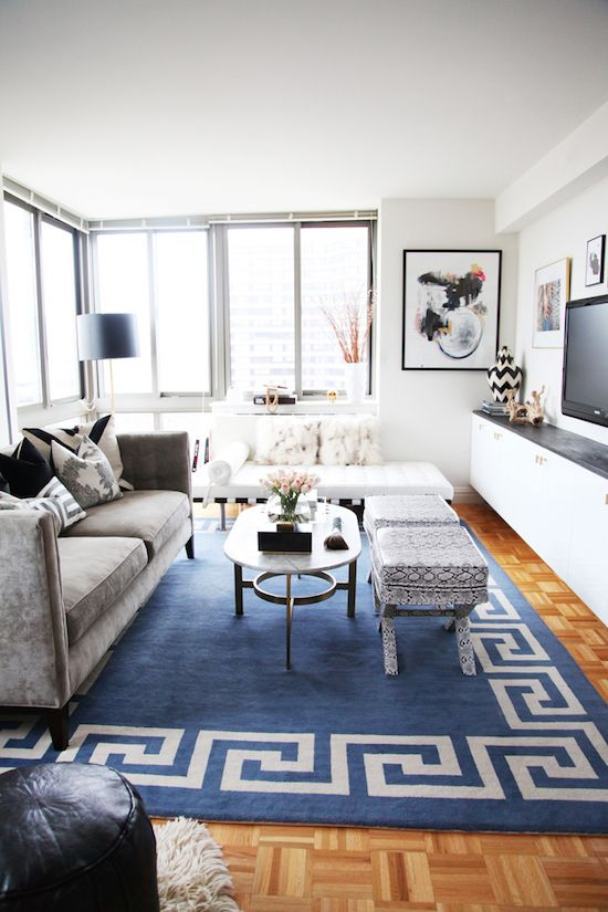 June's blogger home tour is the stylish Manhattan apartment of Jen Ramos, the lady behind the popular blog, MadeByGirl. Jen lives in this bright and beautiful home with her husband and their sweet lit