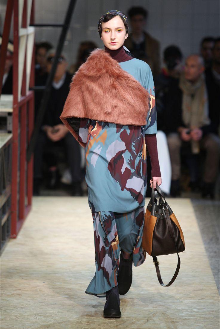 Guarda la sfilata di moda I'm Isola Marras a Milano e scopri la collezione di…