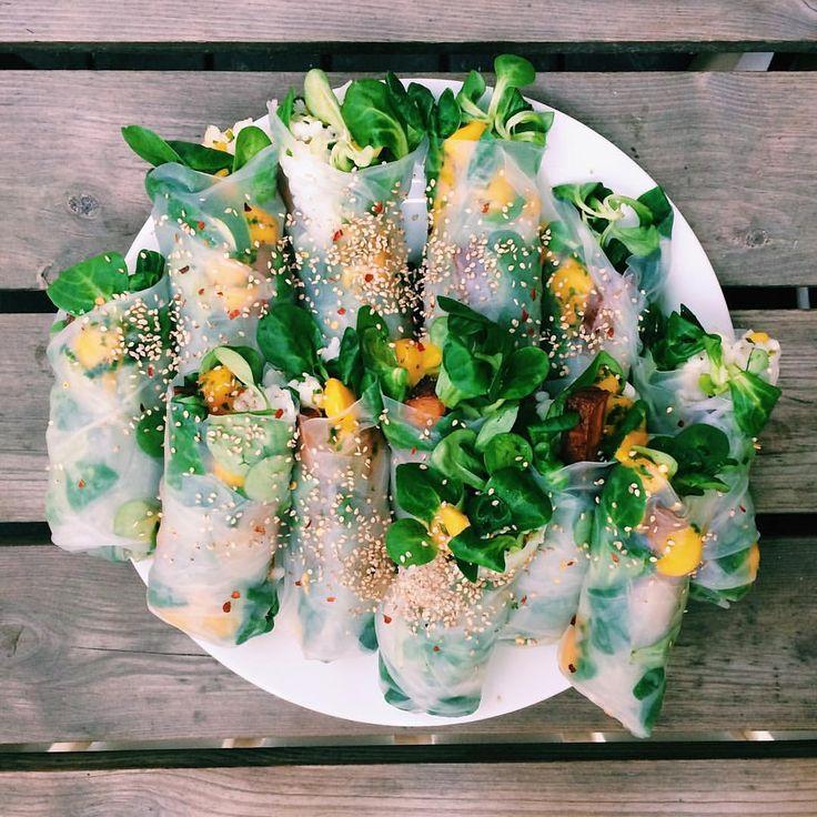 """76 gilla-markeringar, 4 kommentarer - litfood (@lit_food) på Instagram: """"Aaaaand we're back!! Med denna ikoniska måltid bestående av vårrullar fyllda med sushiris (recept…"""""""