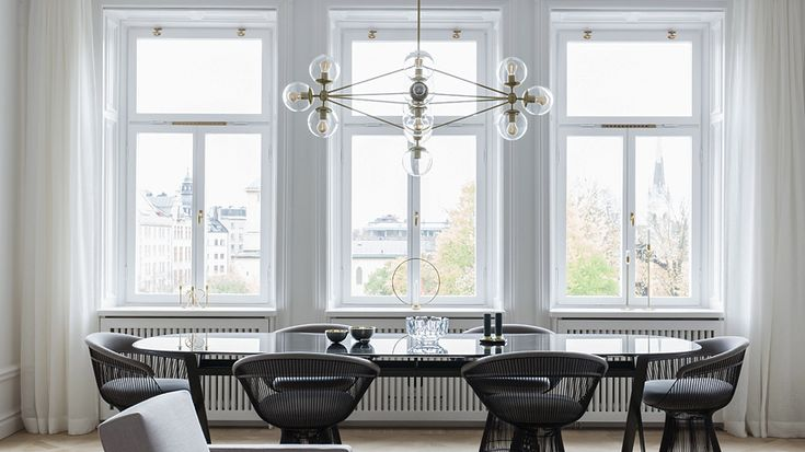 Dining table and chairs, beautiful pendant. Scandinavian decor ideas and how to choose pendant according to ceiling height.