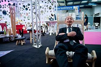 Patrice Vassal, directeur général de Toulouse expo fait une petite pause sur la KusKus chair ! (photo Théo Renaut - www.touléco.fr)