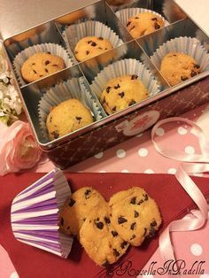 Biscotti senza burro con farina di riso e gocciole di cioccolato. Biscottini semplici e veloci da realizzare, ma tanto buoni.