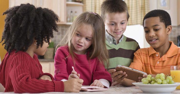 Sinais de deficiência sensorial em crianças. O transtorno de processamento sensorial, antigamente chamado de distúrbio de integração sensorial, é uma condição na qual os sistemas sensoriais do corpo não se coordenam bem com o cérebro. Por exemplo, uma criança com TPS pode escutar perfeitamente, mas ainda assim ser incapaz de perceber os sons normalmente. O TPS pode afetar qualquer um dos ...