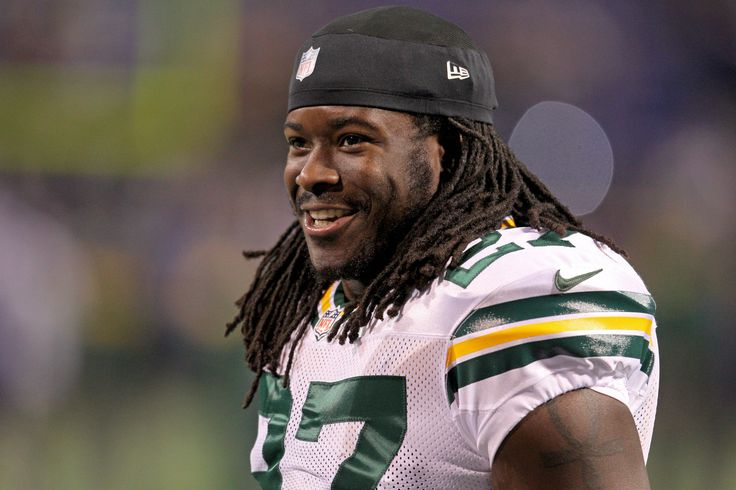 """WEEK 4: The Flaming Liberals obtain RB Eddie Lacy (pictured), along with DB Kam Chancellor, in a trade with PSU Shower Monitors in exchange for RBs Joseph Randle and Darren Sproles. Many fantasy experts project Lacy to finish the season as Top 3 RB, but he had only 25.50 points through three games so far, creating a """"buy low"""" window for the Liberals to obtain him. The team also obtains the injured Packers WR Davante Adams for free on waivers as a stash."""