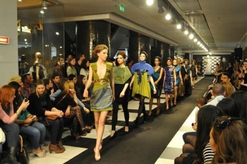 Galeria Designerilor Români din Cocor a gazduit aseară cea de-a doua ediţie a Fashion Start, eveniment anual de modă susţinut de cei mai talentaţi studenţi de la departamentul Modă din Universitatea Natională de Arte Bucureşti (UNAB).