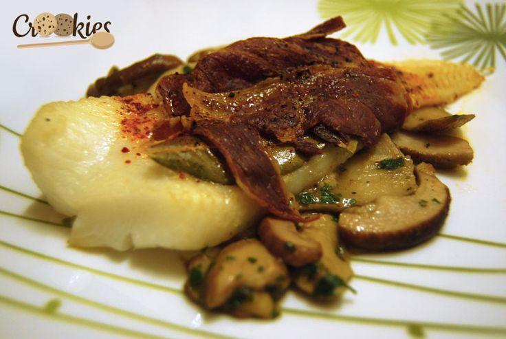 Flétan à la basque sur son lit de cèpes. La recette à consulter ici : http://crookies.fr/filet-de-fletan-a-la-basque-sur-lit-de-cepes/#