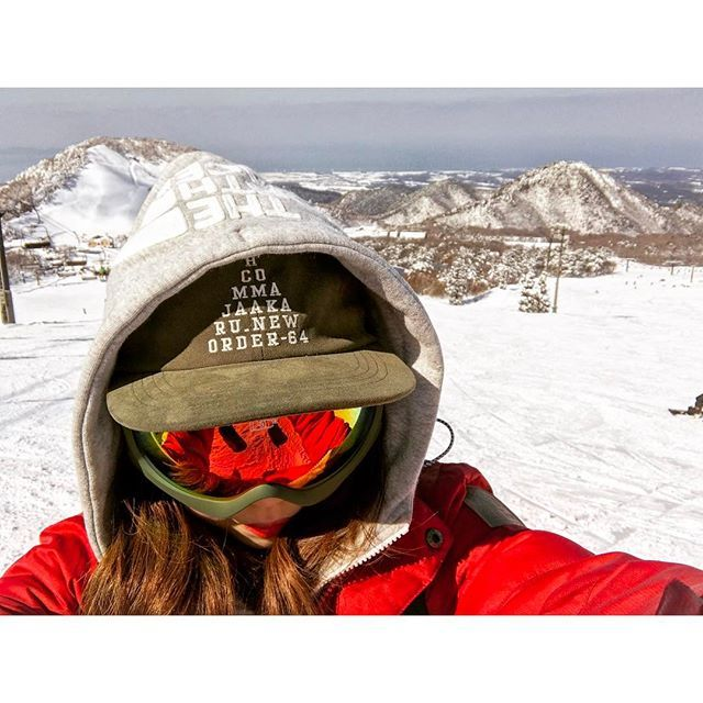 【shiho.n_1007】さんのInstagramをピンしています。 《🏂❄️. * 今日は鳥取に来てるよ〜〜 大山ど!ど!ど!ピーカン😎☀️ ・ 雪もめちゃあるし海も見えたし 人少ないしでほんま最高だった! ・ そっから皆生温泉泊まってる♨️ よー飲んでよー食べましたー ・ #広島 #鳥取 #大山 #大山ホワイトリゾート #スノーボード #スノボ #ボード #ピーカン #スノーボード女子 #スノボ女子 #ゲレンデ #山 #山女 #海 #皆生温泉 #温泉 #また来たいナ♡ *》