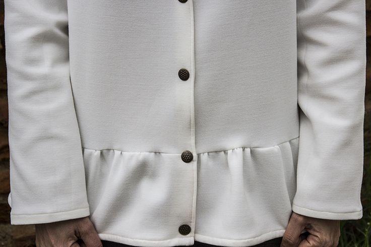 Annabelle modifiée (République du chiffon) version blouse boutonnée à basque