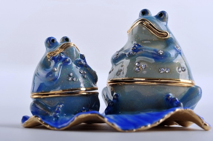 Faberge 2 Happy frogs trinket box by Keren Kopal Swarovski Crystal - Each item is made of pewter