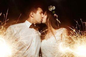 Hier findet ihr eine große Aufzählung der bekanntesten Hochzeitsbräuche. Mit Erläuterungen   Tipps   Beispielen   Ideen   Zeremonien & Hochzeitstraditionen