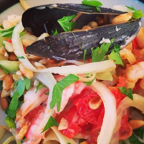 LCHF-Recept: Pasta med musslor, tomat och chèvre