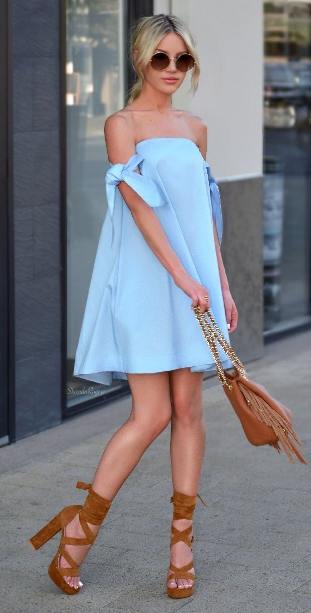 Basking in the blue off-shoulder outfit with attractive leather high heels and leather bag.